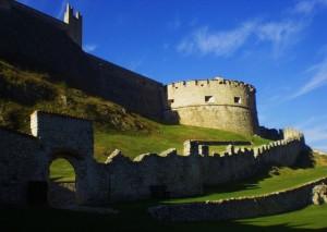 Il torrione e le mura estere