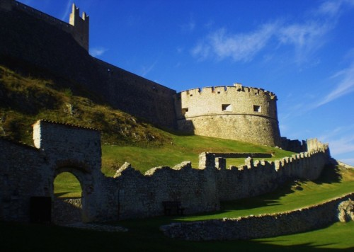 Besenello - Il torrione e le mura estere