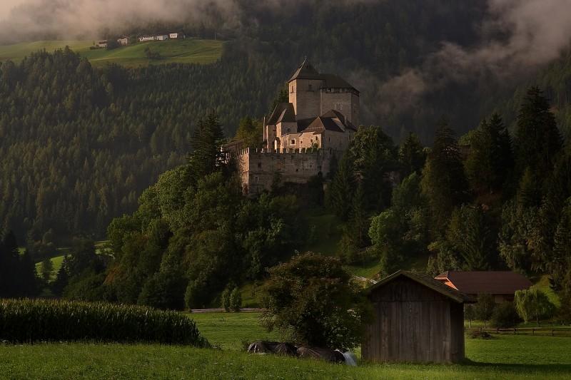 ''Il granaio e il castello'' - Campo di Trens