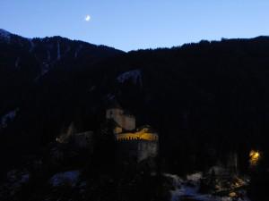 Castel Tasso all'imbrunire con una piccola spolverata di neve