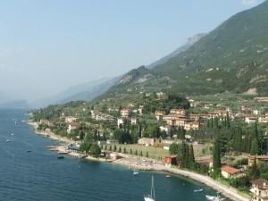 il Monte Baldo si adagia sul lago di Garda