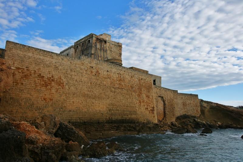''il bastione sul mare di torre dell'ovo'' - Maruggio