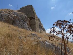 resti del castello di Garagnone,proseguendo verso Poggiorsini