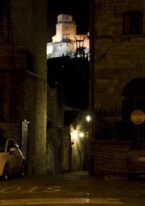 """Rocca di Assisi """" Sbirciando tra i Vicoli"""""""