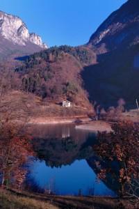 Colori d'inverno riflessi sul Lago
