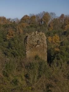 Antica torre di un castello ormai distrutto