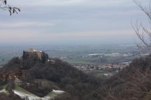 Il Castello di Quattro Castella domina la pianura