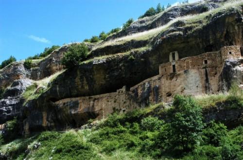 Caramanico Terme - l'eremo di san bartolomeo nella valle dell'orfento