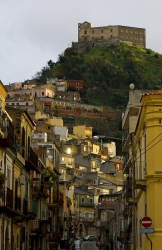 Santa Lucia del Mela - Nell'antica ManKarru, percorriamo la strada per il castello