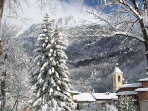 Viozene ricamata dalla neve