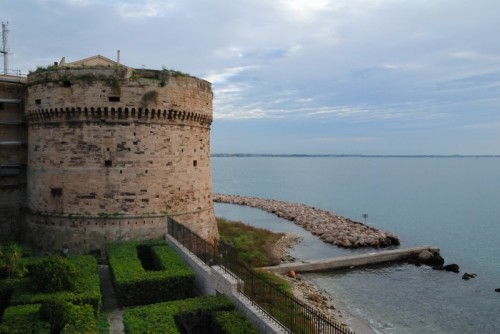 Taranto - Castello Aragonese ... lato Città Vecchia