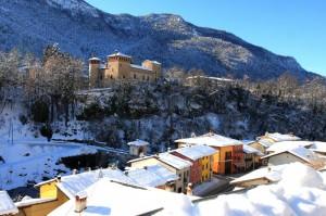 il castello,il ponte, i colori delle case e la neve! fanno questo spettacolo……..