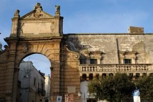 """Porta """"lato"""" Manduria"""
