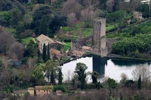 Un castello Caetani nei giardini di Ninfa