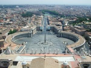 """Piazza San Pietro.Salire sul """"cupolone"""" è faticoso ma lo spettacolo è assicurato."""