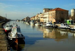 Barche lungo il fiume