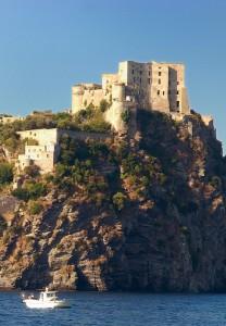 Castello Aragonese visto dal mare
