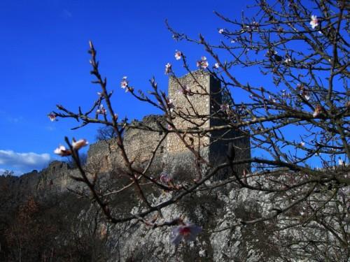 Ocre - Sta arrivando la primavera al castello d'Ocre