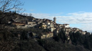 …aria limpida sull'antico borgo del Sacro Monte di Varese.