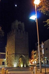 La Torre di Mariano IV, vista di notte.