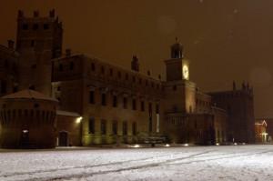 La neve imbianca il bel Castello di Carpi