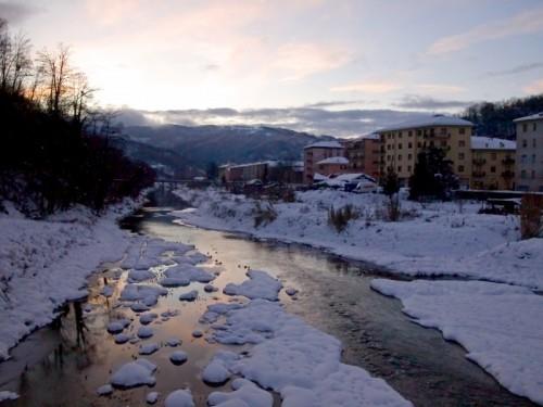 Cengio - Anche il fiume si è colorato di rosa...