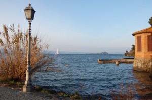 Capodimonte, l' isola Bisentina vista dal porto - il rientro !