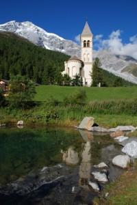 Solda (BZ) - Chiesa parrocchiale, sullo sfondo l'Ortles - Parco Nazionale dello Stelvio
