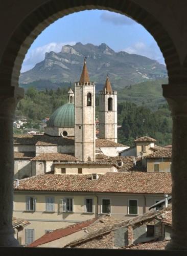 Ascoli Piceno - Affacciato sui tetti, torri e monte AP