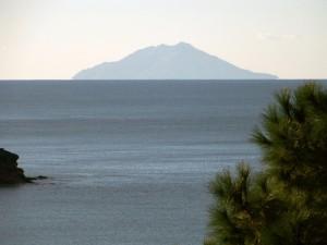 Capoliveri, Isola di Montecristo vista da Morcone
