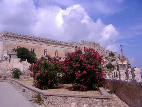 Campo nell'Elba - Pianosa, palazzo tra le nuvole