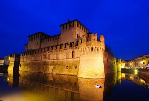 Fontanellato - Fontanellato - La Rocca si veste di blu