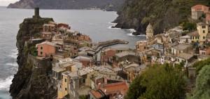 la torre, il porto, la chiesa, questa è Vernazza!