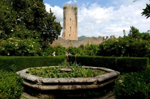 Oasi di Ninfa: Torre Caetani ed il giardino degli agrumi