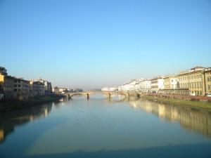 A Firenze,  tra il cielo e l' Arno …..tutto  si colora di azzurro.