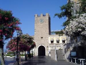 La Torre dell'Orologio in piazza XIX Aprile