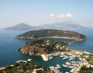 Marina di Chiaiolella e l'isola di Vivara