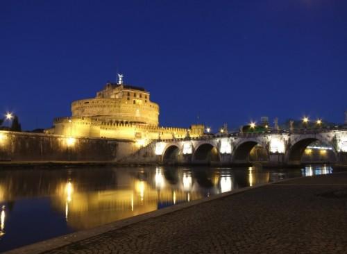 Roma - C'è rabbia al confine di questo quartiere ,se esci di sera la puoi respirare.