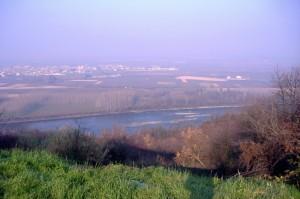 Palazzolo Vercellese e il fiume Po nella foschia natalizia