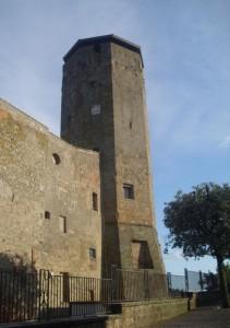 la torre ottagonale di Valentano