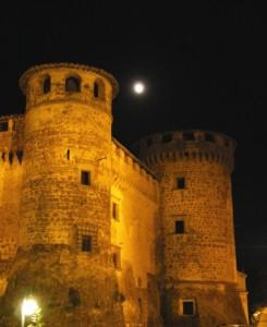Luna piena su Castello Orsini