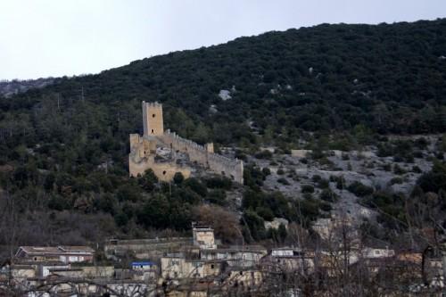 San Pio delle Camere - Il castello di giorno