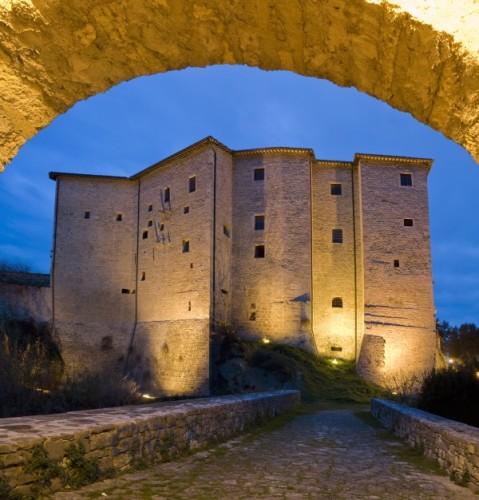 Ascoli Piceno - Dall'arco del Ponte del Diavolo il Forte Malatesta AP