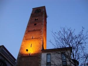 la torre civica del barbarossa, all'imbrunire