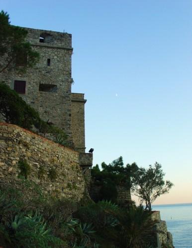 Monterosso al Mare - la luna sulla fortezza di monterosso