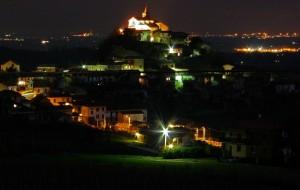 castello dei Guidobono Garofoli, feudatari del paese ed ora dominato dalla chiesa medioevale.