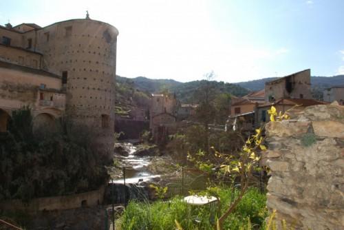 Dolcedo - scorcio medioevale sul torrente Prino