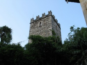 La torre merlata del castello di Rezzonico