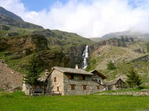 Tre case e una cascata - Chiapili di Sopra