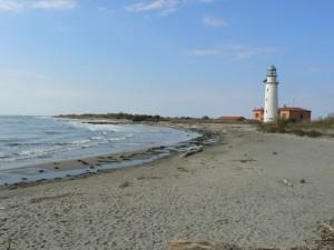 Faro di Goro e spiaggia dell'Isola dell'Amore